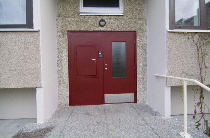 Trepikoja uksed Õismäe teel