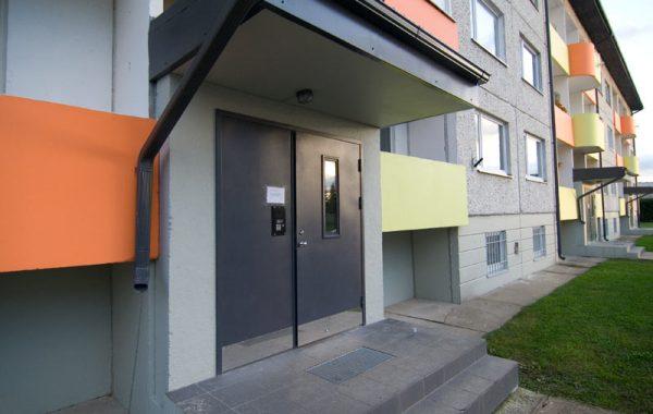 Trepikoja uksed Redise tänaval
